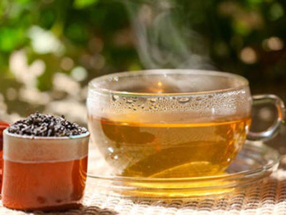 Abnehmen mit grünem Tee – darauf schwören auch viele Stars.