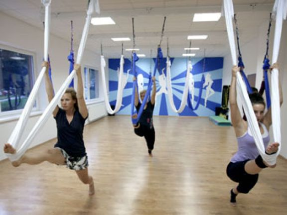 So funktioniert Anti-Gravity-Yoga