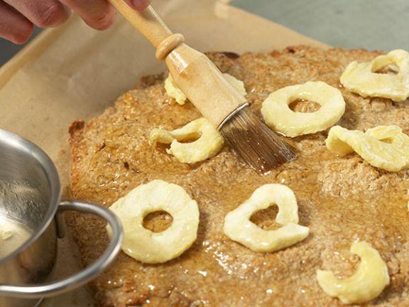 Aprikotieren: Konfitüre lässt Ihren Kuchen glänzen.