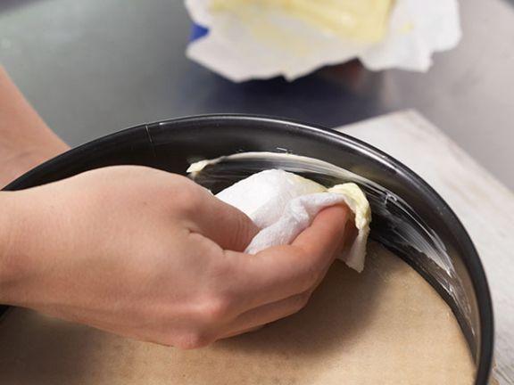 Ausfetten - so kommt Ihr Kuchen garantiert aus der Form.