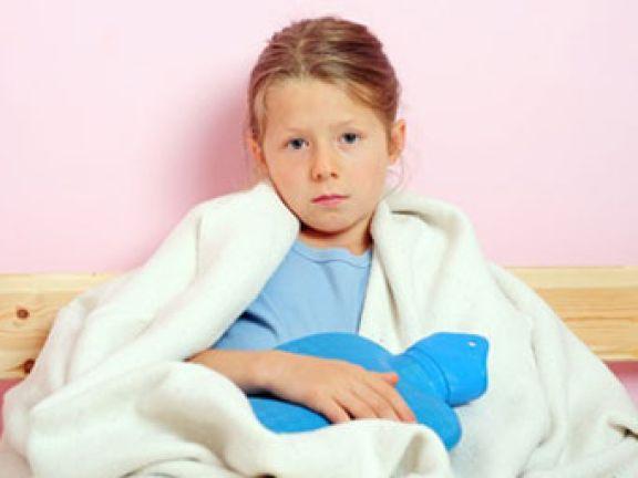 Bauchweh bei Kindern: EAT SMARTER verrät, was dahinter stecken kann.