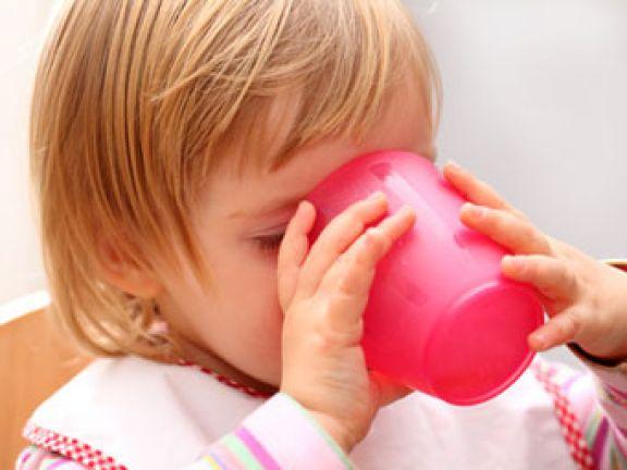 Giftiges Spielzeug und buntes Kinder-Geschirr enthalten oft Schadstoffe