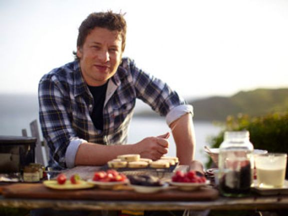 Leichte Sommerküche Jamie Oliver : Starkoch jamie oliver und seine gesunde küche eat smarter