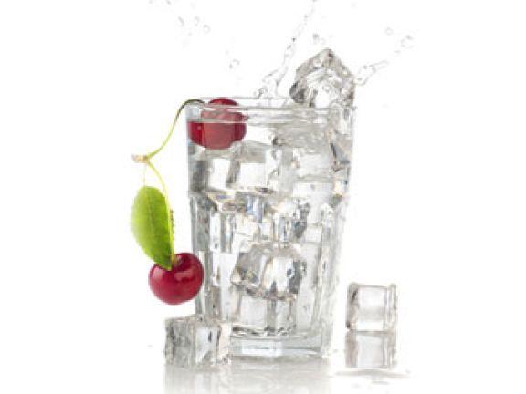Erfrischen kalte Getränke bei Hitze am besten?