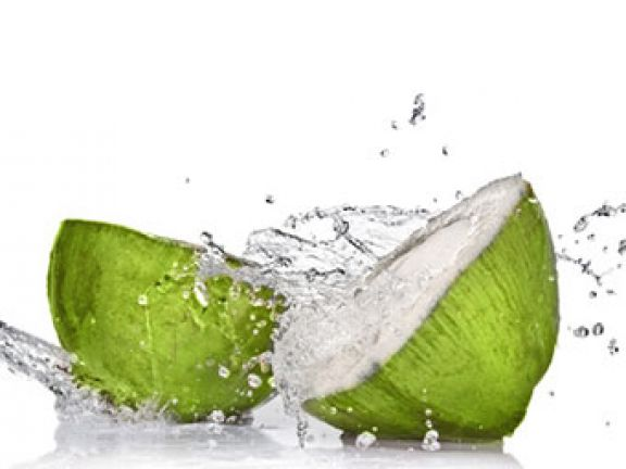 Kokosnusswasser ist gesund und kalorienarm.