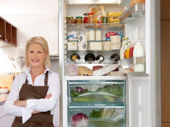 Kühlschrank Aufbewahrung : Cornelia poletto so lagern sie lebensmittel im kühlschrank eat