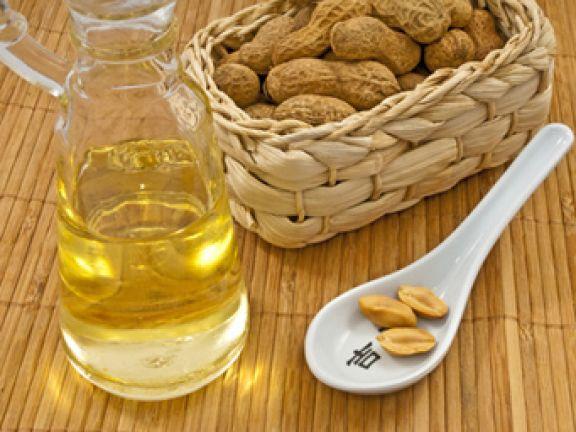 Erdnussöl sollte in keiner Küche fehlen