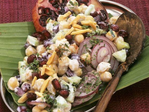 Indischer Kichererbsensalat mit Mandeln und Granatapfelkernen