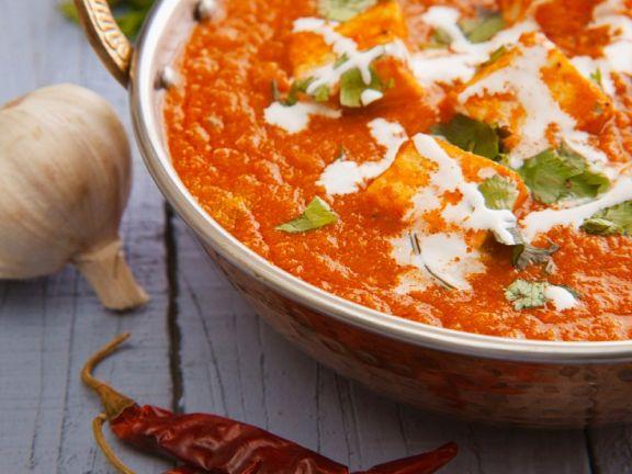 Indischer Paneer-Käse in Tomatensoße