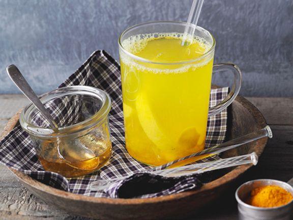 Ingwer-Kurkuma-Tee mit Zitrone
