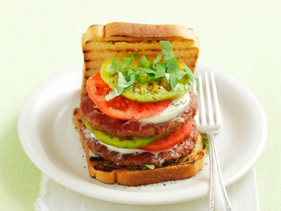 Italienische Burger mit Beef, Tomate und Mozzarella