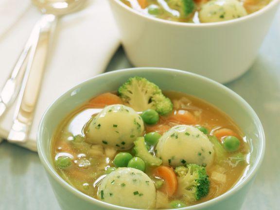 Italienische Gemüsesuppe mit Kartoffelbällchen