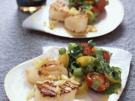 Jakobschmuscheln mit Salat