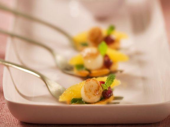 Jakobsmuschel mit Granatapfel und Süßkartoffeln