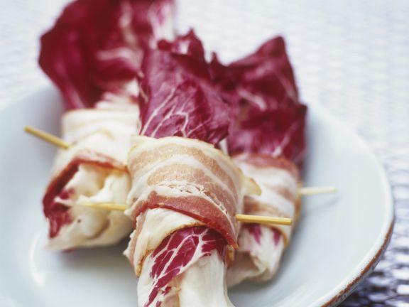 Jakobsmuscheln im Salat-Speckmantel