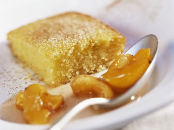 Joghurt-Grieß-Kuchen mit Aprikosenkompott