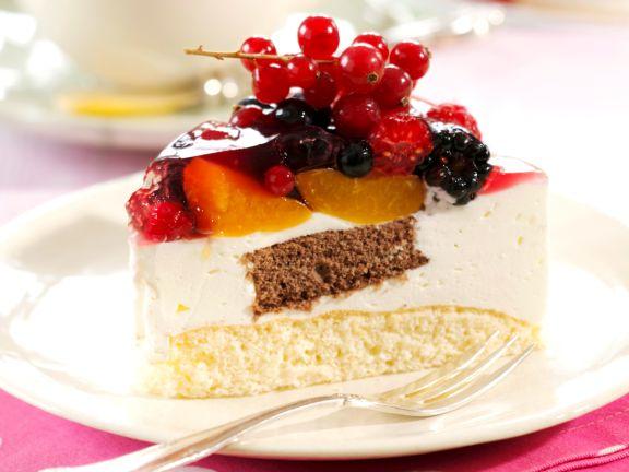 Joghurt-Torte mit gemischten Früchten