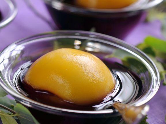 Johannisbeerkaltschale mit Pfirsich