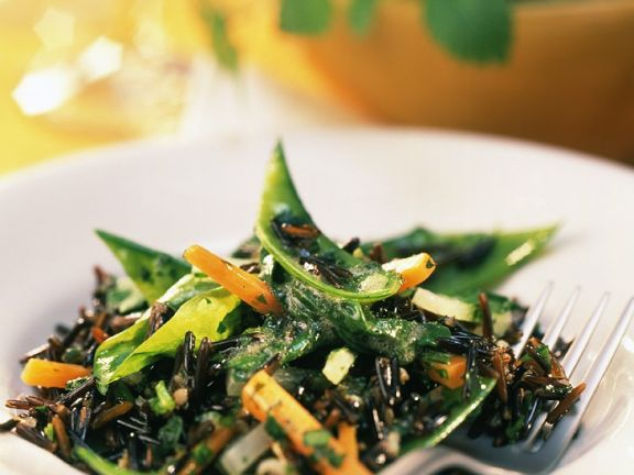 Junges Gemüse im Wildreissalat mit Kräutermarinade