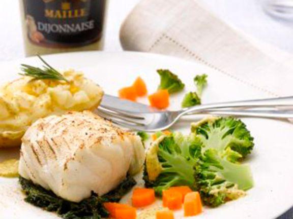Kabeljau an Gemüse und Ofenkartoffeln