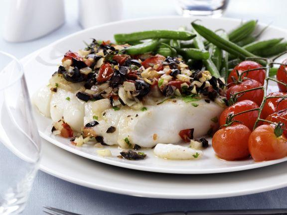 Kabeljau mit Oliven-Tomaten-Haube