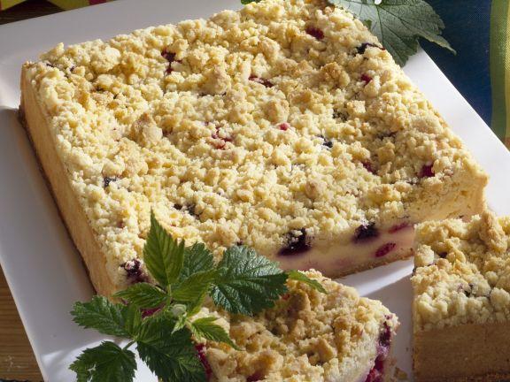 Käse-Beeren-Kuchen mit Streuseln