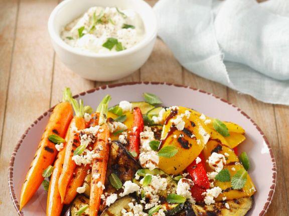 Käse mit gegrilltem Gemüse