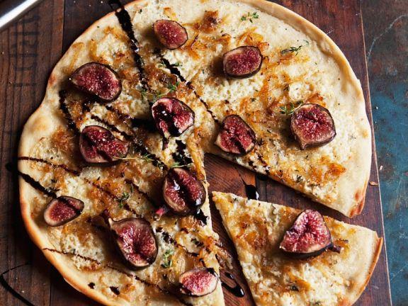 Käse-Pizza mit Feigen