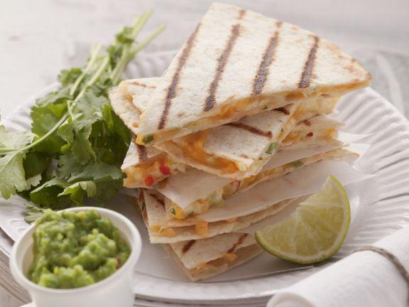 Käse-Tortillas mit Erbsencreme