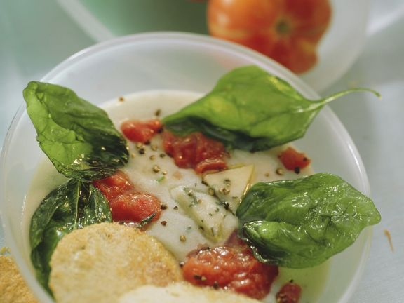 Käsecremesuppe mit Tomaten