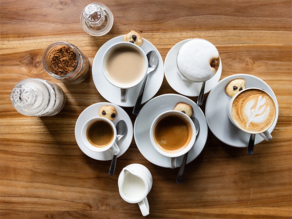 Kaffee ist in Deutschland sehr beliebt –kein Wunder also, dass es es immer mehr Kaffeespezialitäten gibt! | © Unsplash/ Cyril Saulnier