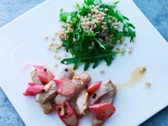 Kalb mit Rhabarber und Salat