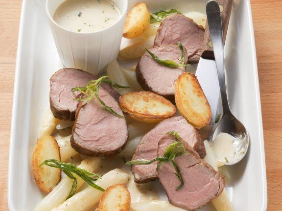 Kalbsfilet mit weißem Spargel und Estragon-Sauce