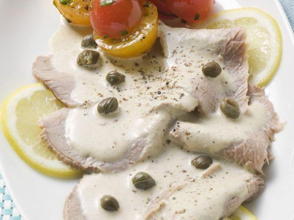 Kalbsfleisch mit Thunfisch-Kapern-Soße (Vitello tonnato)
