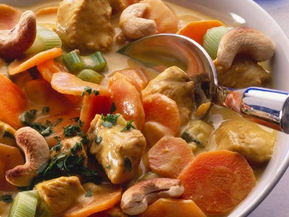 Kalbsgulasch mit Möhren und Cashewkernen