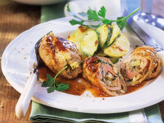 Kalbsroulade und Kartoffelgratin mit Zucchini