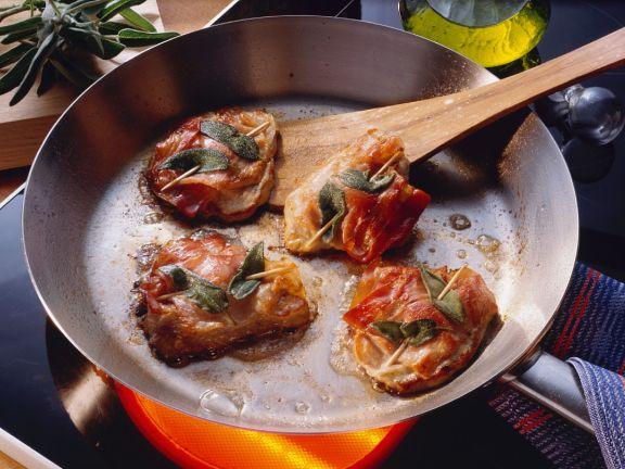 Kalbsschnitzel mit Salbei und Schinken