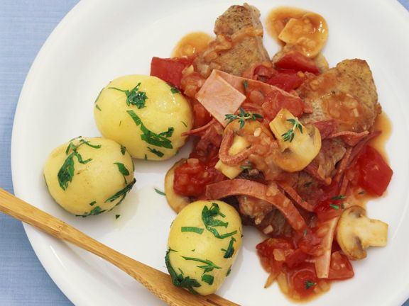 Kalbsschnitzel mit Tomaten-Champignonsauce
