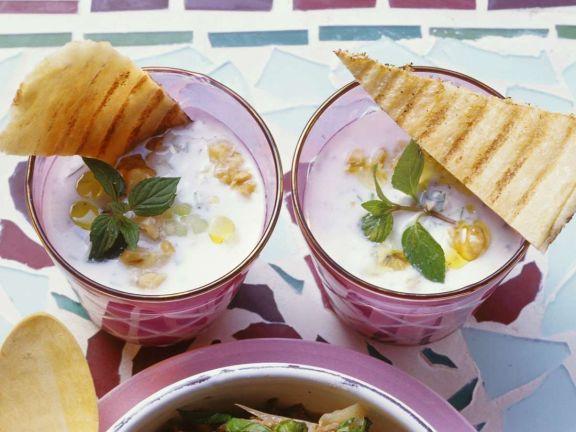 Kalte Gurken-Joghurtsuppe