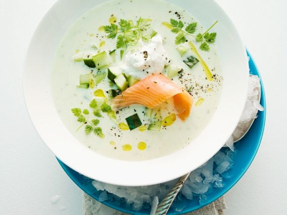 Kalte Gurkensuppe mit Lachs