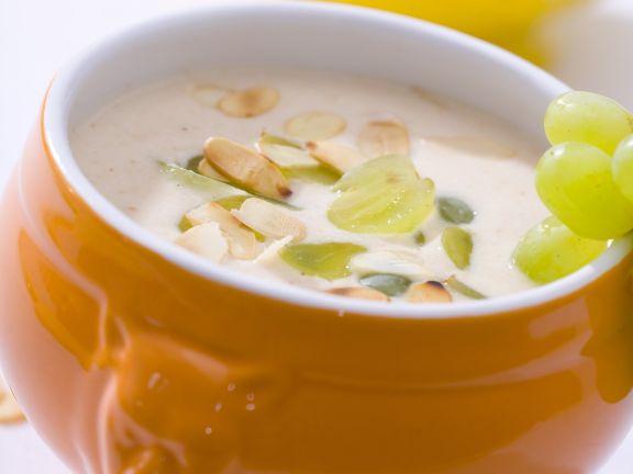 Kalte Knoblauch-Suppe mit Mandeln
