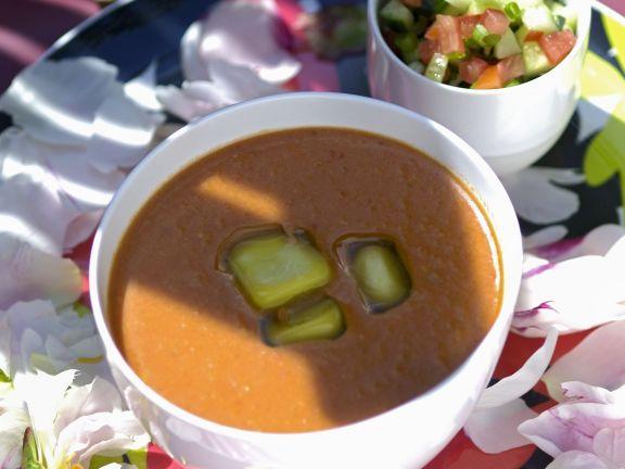 Kalte Suppe von Tomaten und Paprika