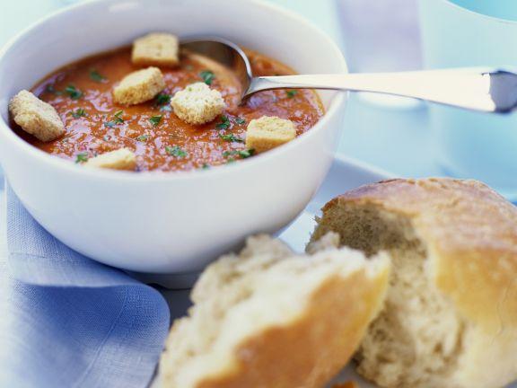 Kalte Tomatensuppe mit Croutons