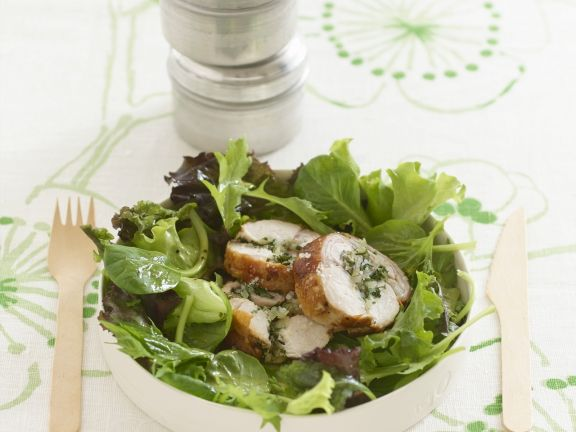 Kaninchenrouladen mit grünem Salat