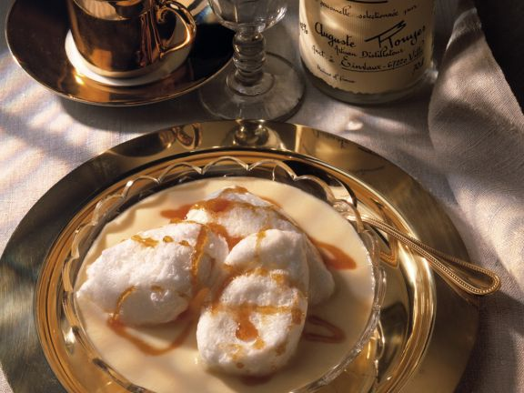 Karamell-Schneeklößchen auf Vanillesauce