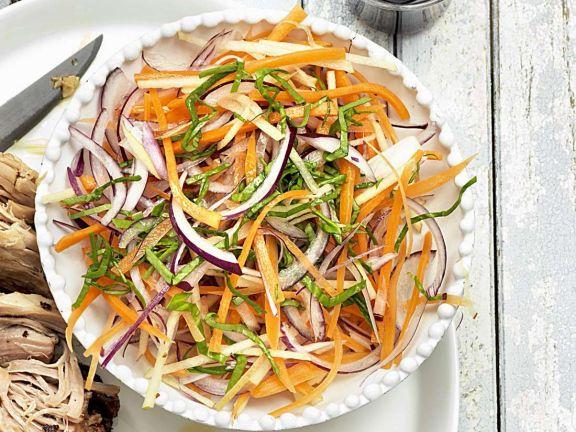Karottensalat mit Zwiebel