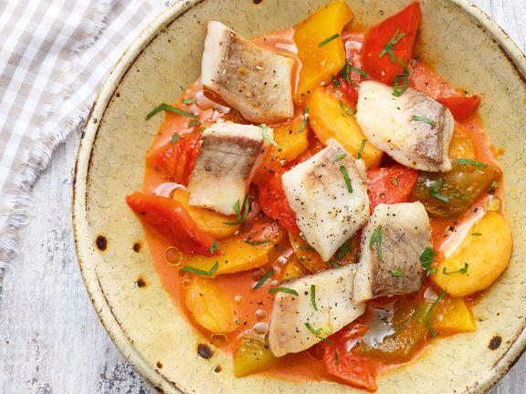 Karpfen auf Paprika-Kartoffel-Gulasch