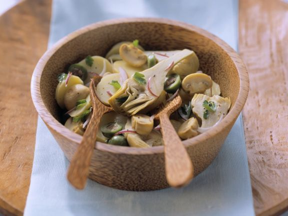 Kartoffel-Artischockensalat mit Champignons und Oliven