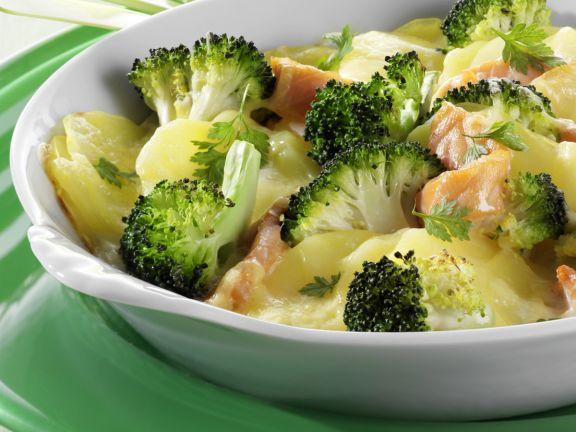 Kartoffel-Brokkoli-Gratin mit Räucherlachs