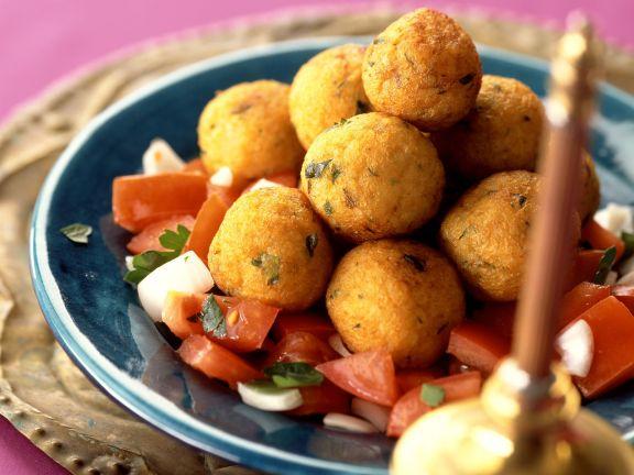 kartoffel bulgur kl chen auf arabische art mit tomatensalat rezept eat smarter. Black Bedroom Furniture Sets. Home Design Ideas